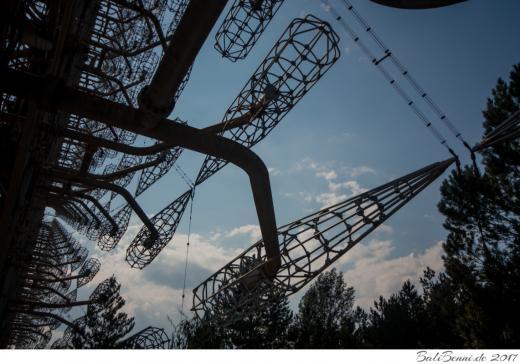 66 Stahlantennen, mit jeweils 44 Arme, erreichen eine Höhe von bis zu 146 Metern. Insgesamt erstreckt sich die Anlage über 750 Meter Breite.